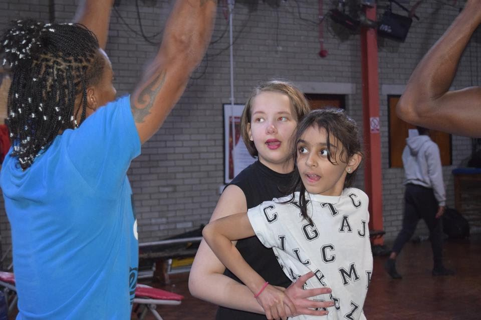 two children doing acrobalance in exciting circus classes
